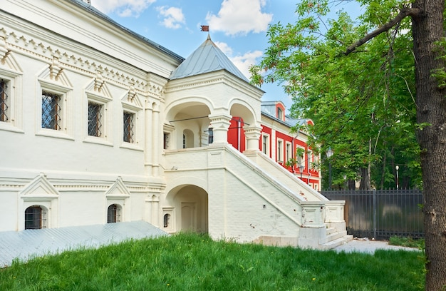 View of the porch of the chamber of the deacon andreyan ratmanov, 17th century, cultural heritage site, landmark: moscow, russia - may 26, 2021