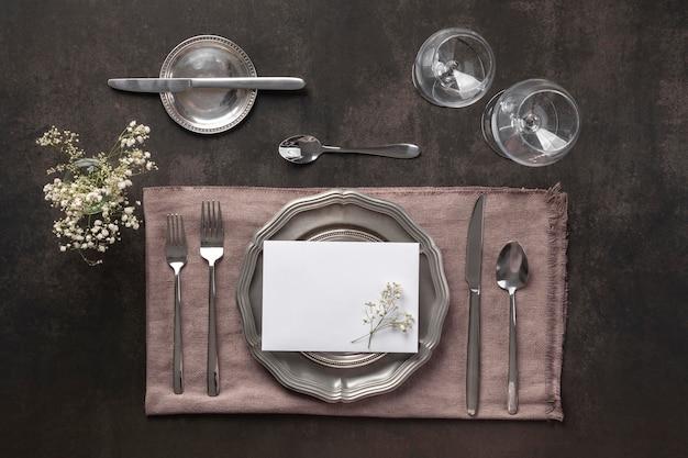Vista in alto disposizione dei tavoli con pianta