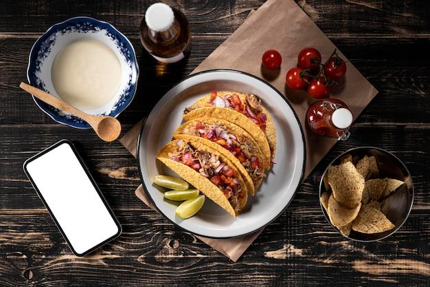 Sopra tacos vista con verdure e carne