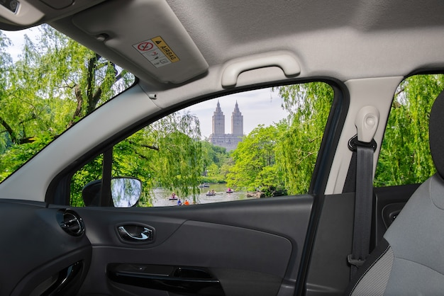 Вид из окна машины с видом на центральный парк, нью-йорк