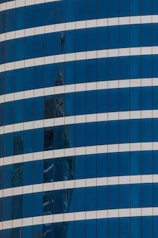 Вид на самую высокую башню в мире бурдж-халифа, дубай, оаэ