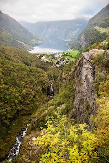 ノルウェーのガイランゲルフィヨルドを見る