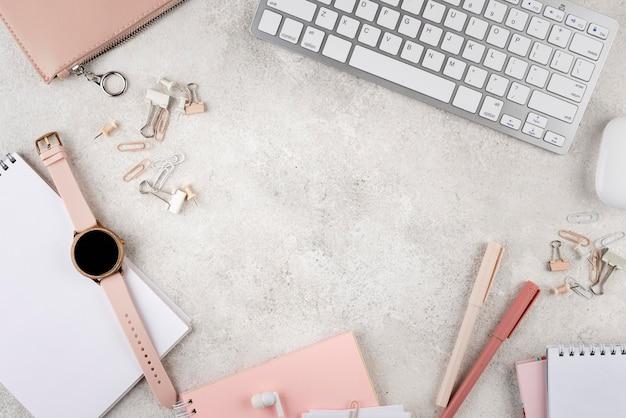 Sopra la disposizione degli articoli sul posto di lavoro