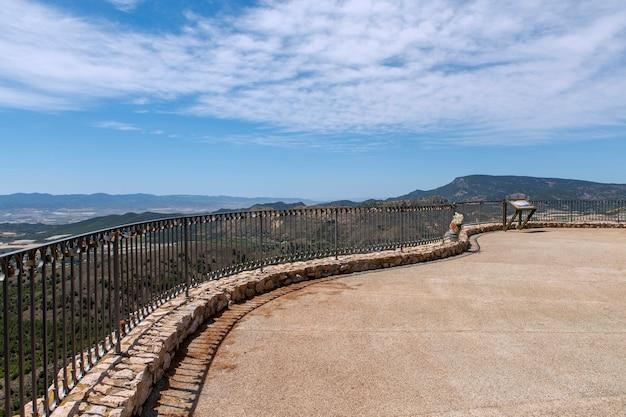 토타나 무르시아 스페인의 관점 전체 계곡과 마을의 넓고 장엄한 전망