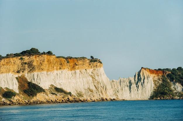 자킨 토스 섬에있는 게라 카스 해변의 관점.