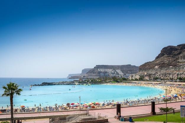グランカナリア島のアマドレスのビーチからの眺め