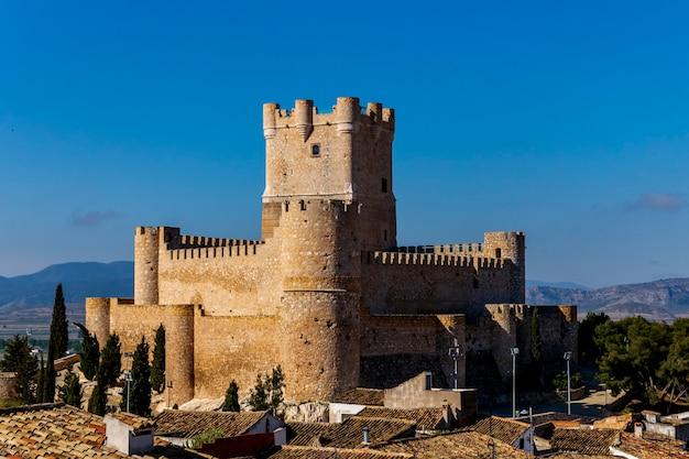 アリカンテのビリェナの町にあるアタラジャ城の景色。
