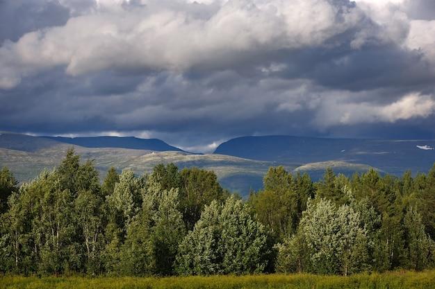 ヒビニー山脈の眺め