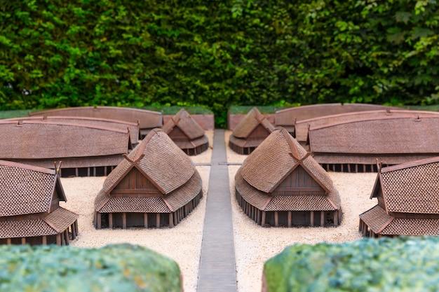 バイキング集落ミニチュア屋外、ヨーロッパ。古代ヨーロッパの村、中世のスカンジナビア、伝統的なスカンジナビアの建築、ジオラマ