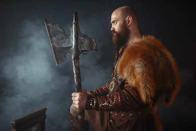 Викинг с топором, боевой дух