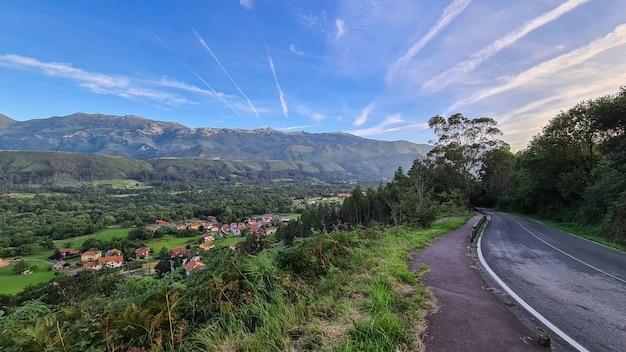 바르셀로나 근처 산속에있는 마을