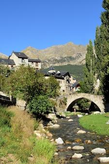 Деревня сальент-де-гальего, провинция уэска, арагон, испания