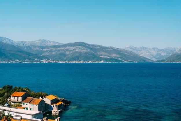 Lustica 몬테네그로 반도의 krasici 근처 bjelila 마을의 바다 빌라
