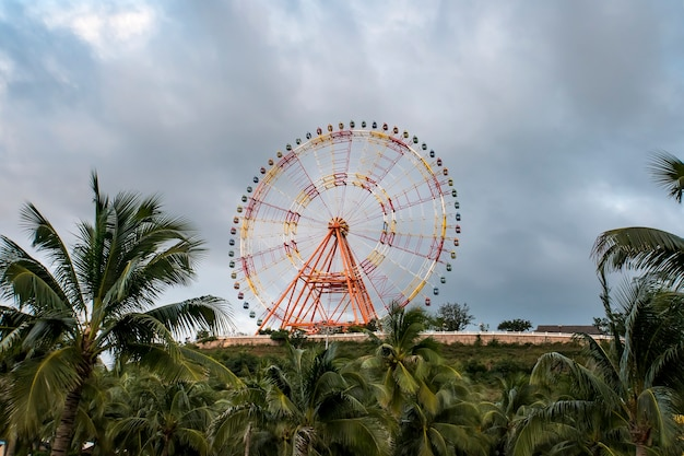 Курорт vinpearl расположен на острове хон тре рядом с нячангом с парком развлечений и роскошными курортами.