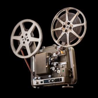 Винтажный 8-миллиметровый кинопроектор на черном