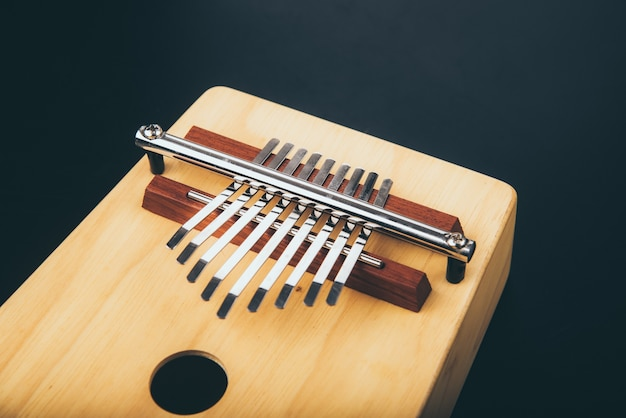 Винтажный акустический ударный музыкальный инструмент калимба, сделанный из дерева
