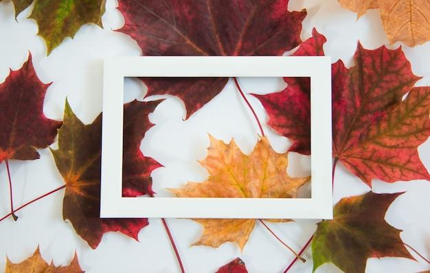Винтажный баннер с осенними листьями рамка с копией пространства