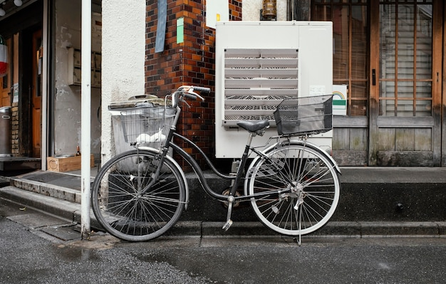 바구니와 함께 빈티지 자전거