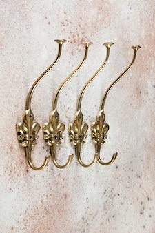 Старинные медные крючки, вешалки