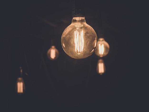 Старинные лампочки в темноте