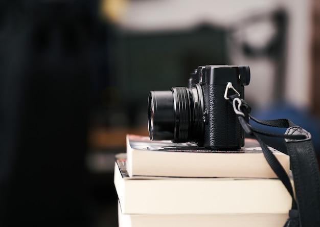 本の山にビンテージカメラ