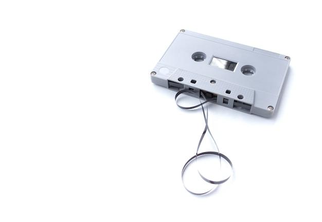 흰색 배경에 고립 된 빈티지 카세트 테이프