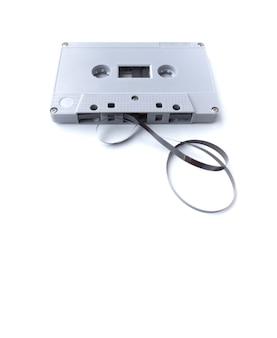 Винтаж кассеты, изолированные на белой поверхности