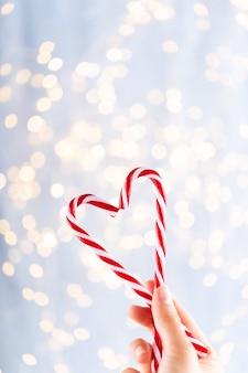 Старинный рождественский фон с рождественскими конфетами