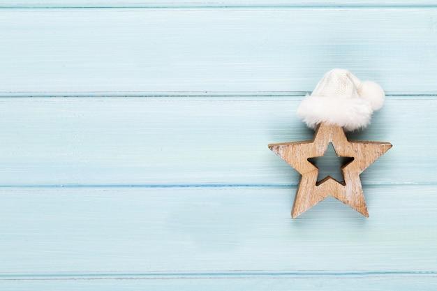 クリスマスの装飾とヴィンテージのクリスマスの背景。クリスマスのグリーティングカード。ボケックスシルバーの背景にお祝いの装飾。新年のコンセプト。スペースをコピーします。フラットレイ。上面図。