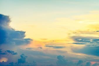 空の上にヴィンテージの雲