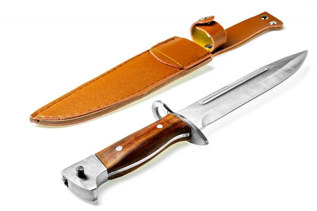 白い背景で隔離ビンテージ戦闘ナイフ銃剣。