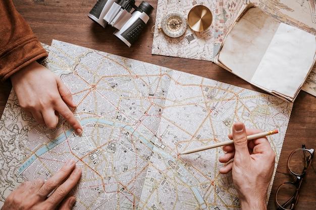 Концепция винтажного стола и путешествий
