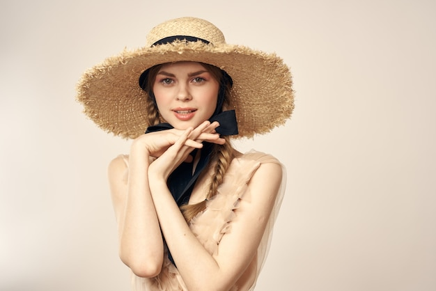 Винтажная кукла нежный образ молодой девушки в прозрачном платье и в шляпе, живой куклы