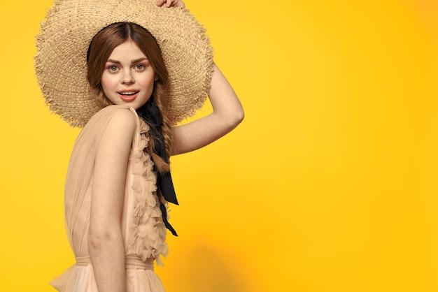 Винтажная кукла нежный образ молодой девушки в прозрачном платье, нежный весенний образ