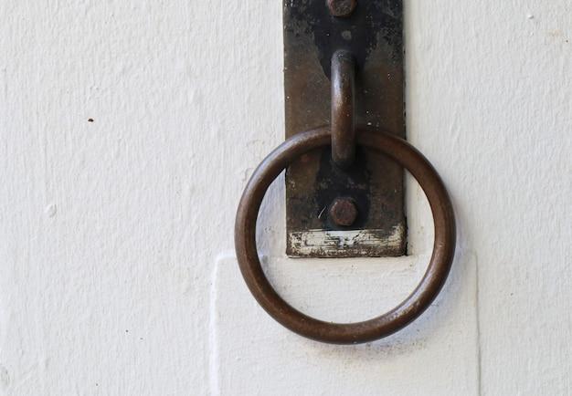 Vintage to door handle