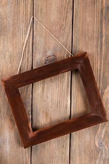 木製の背景にヴィンテージフレーム