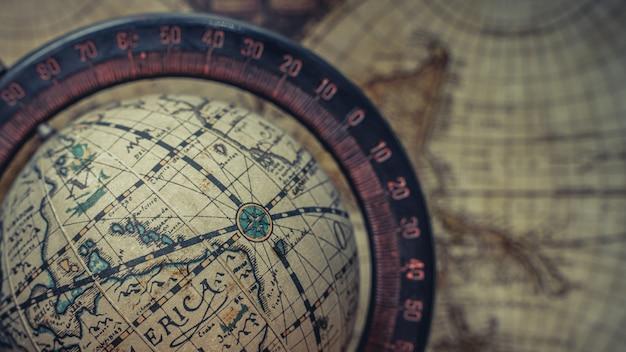 Винтажная модель глобуса