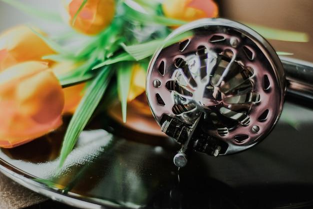 Vintage gramophone and flowers