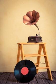 빈티지 축음기. 레트로 음악 개념