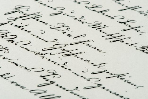 ヴィンテージの手書き。アンティーク原稿。古紙の背景。レトロなスタイルのトーンの写真。セレクティブフォーカス