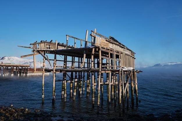 Винтажные вешалки для рыболовных сетей в северном море