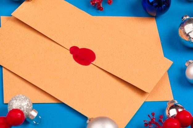 빨간 물개 스탬프 빈티지 편지를 닫습니다