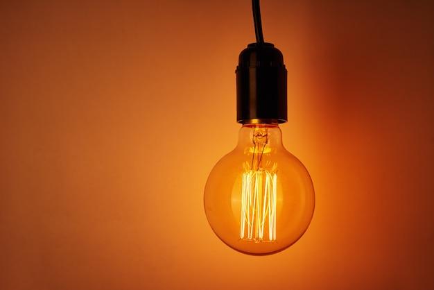 コピースペース付きのヴィンテージ電球