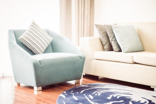 Красивая роскошная подушка на диван в интерьере гостиной - vintage light filter
