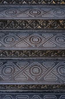 ヴィンテージメタリックの華やかな階段。背景とテクスチャ