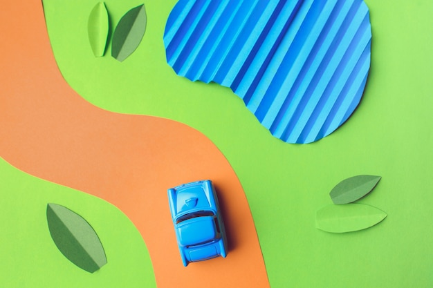トレンディな色、旅行の概念でヴィンテージのミニチュア車