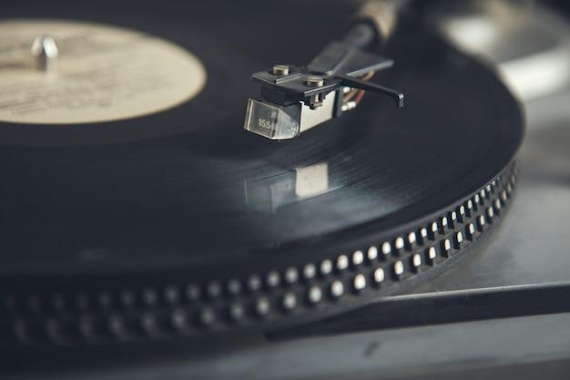 レコードのヴィンテージ古いレコードプレーヤー蓄音機の針