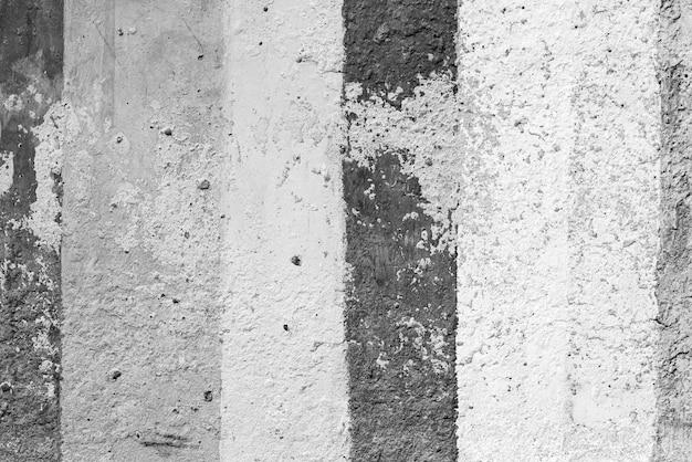 レトロなパターンの縞模様の壁として天然セメントまたは石の古いテクスチャのヴィンテージまたはグランジの黒と白の背景。老朽化した、建設。