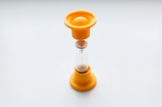 ヴィンテージオレンジ色のプラスチック製砂時計