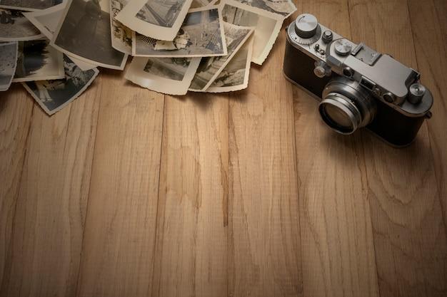 오래된 사진이있는 빈티지 사진 카메라